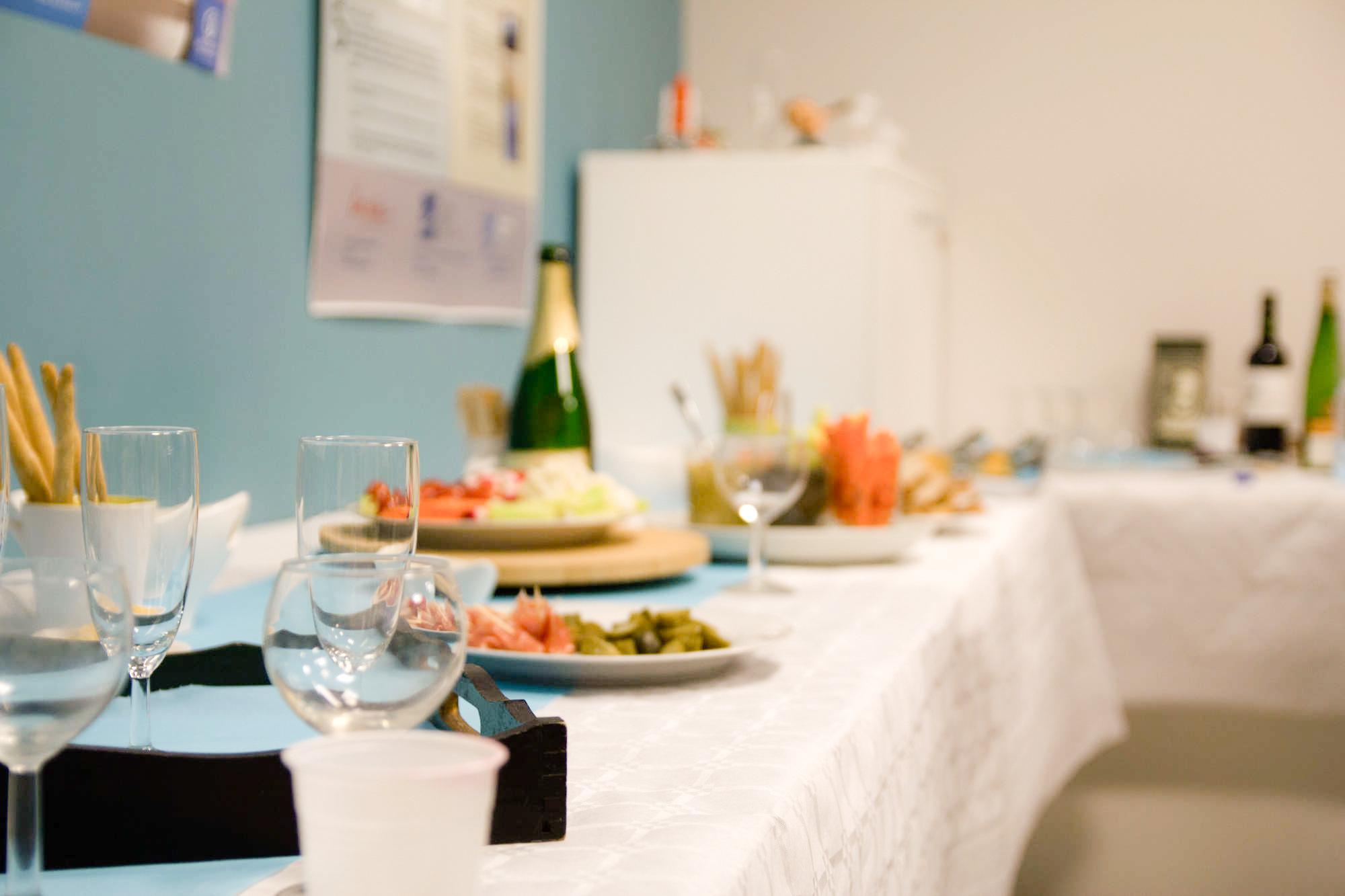 Le buffet est entamé en même temps que les présentations.